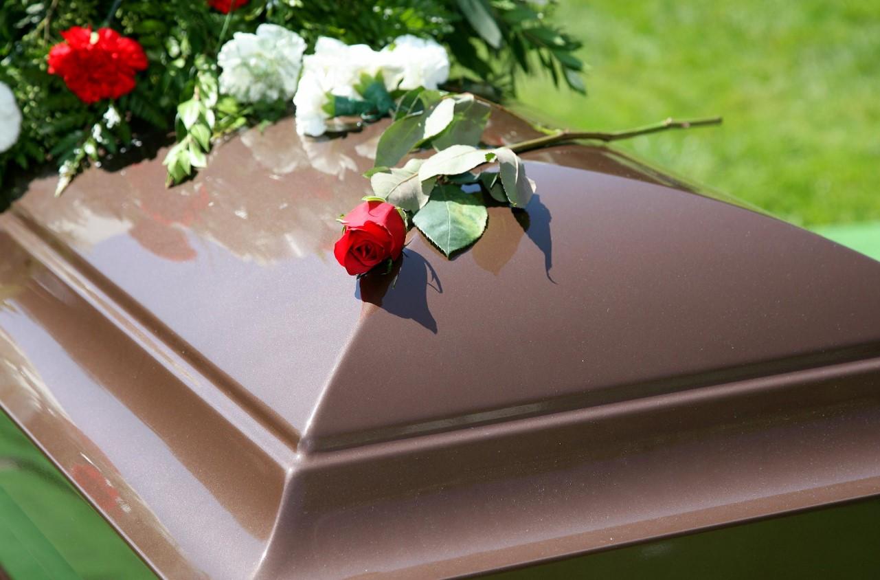 funeral mujer despierta