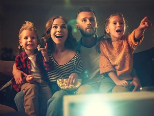 familia viendo peliculas